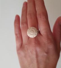 Srebrni prsten s brackim kamenom