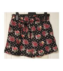 Kratke cvjetne hlače