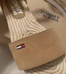 Tommy Hilfiger sandale ‼️415 kn s pt
