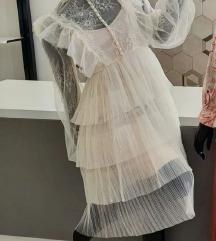 Čipkasta haljina s volanima