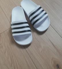 Adidas papuče 40 br, pt uključena