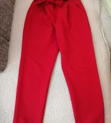 Crvene hlače visokog struka
