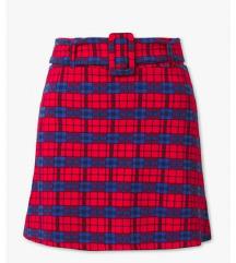 Karirana crvena suknja s remenom