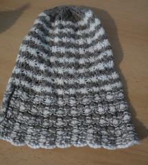 Vunena kapa sivo bijela topla zimska
