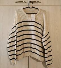 STRADIVARIUS pulover s etiketom