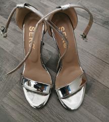 Srebrne metalik sandale br. 35 ili 36