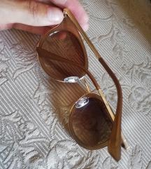 Smeđe naočale sa zlatnim detaljima