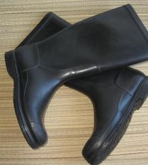 Crne gumene čizme vel. 35