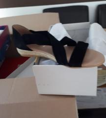 Crne niske sandale, nove