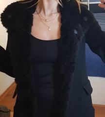 Zara Trafaluc crni kaput