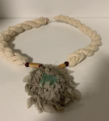 Neobicna ogrlica