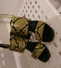 Reserved sandale na petu