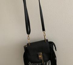 Prodajem crnu torbicu