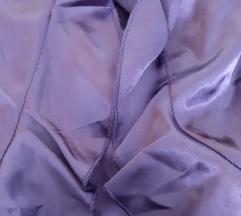 Uska ljubičasta haljina