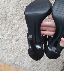 Zara crne sandale na petu