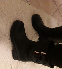 Gumene crne čizme za 40- 40.5