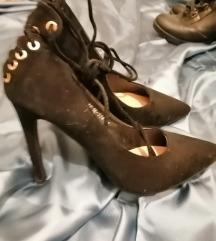 nove crne cipele