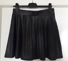 Crna suknja s efektom koze