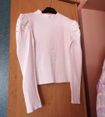 Majica sa puf ramenima i biserima