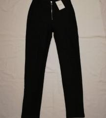 Crne hlače sa zipom vl.M