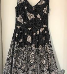Mala crna haljina pin-up