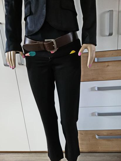 Crne sjajne hlače br 36 - model traperica