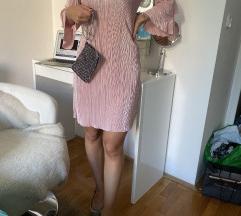 Ružićasta haljina dugih rukava
