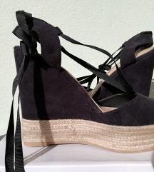 Crne sandale na vezanje