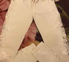 Bijele traperice sa čipkom