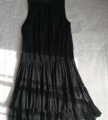 Mini crna haljinica