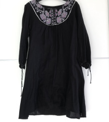 Crna tunika s izvezenim cvijećem