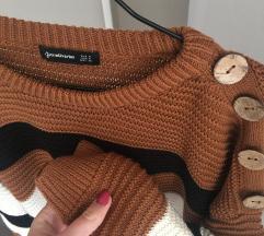 Stradivarius pulover s gumbima