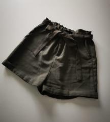 Maslinasto zelene kratke hlače 💚