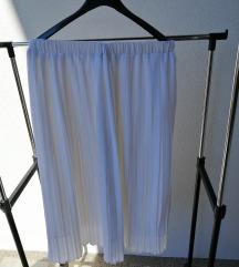 Bijela plisirana suknja
