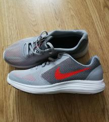 Nove original tenisice Nike..37,5