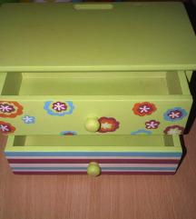 Drvena kutijica za nakit