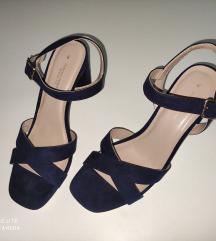 Sandale nove .