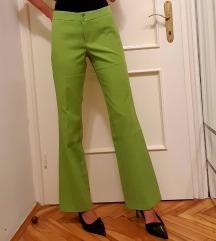 Zelene hlače na crtu