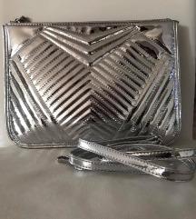 Metalik srebrena torba