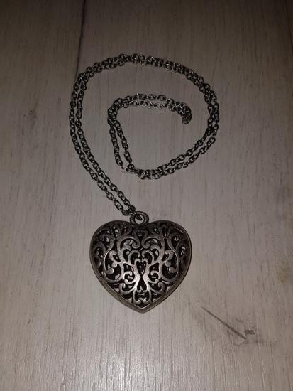 Ogrlica srebrne boje
