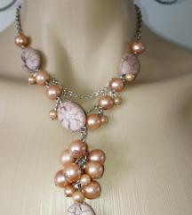 Nova ogrlica - boja pudera, biserni sjaj