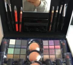 Kofer sa šminkom + poklon
