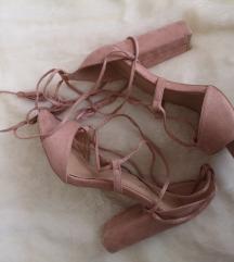 Roze sandale / cipele na petu / stikle na vezanje