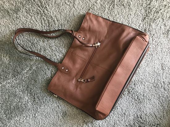 Smeđa shopping torba na dvije strane od prave kože