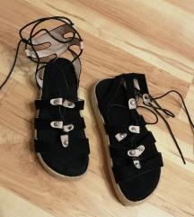 Ljetne sandale na vezanje