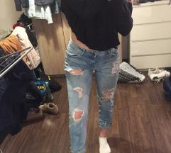 Mom jeans poderane
