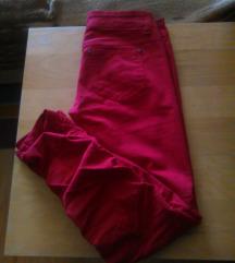 Crvene hlače traperice