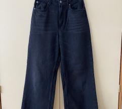 Crne trapez hlače