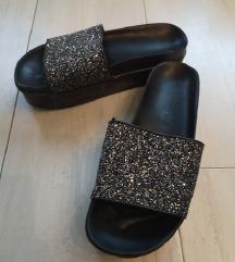 Bershka crne natikače glitter šljokice platforma