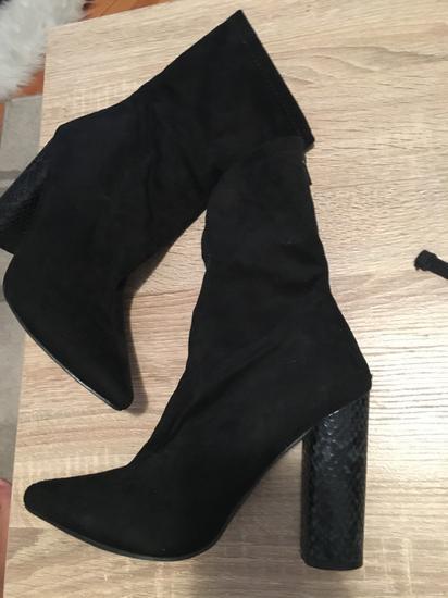 Čizme uz nogu